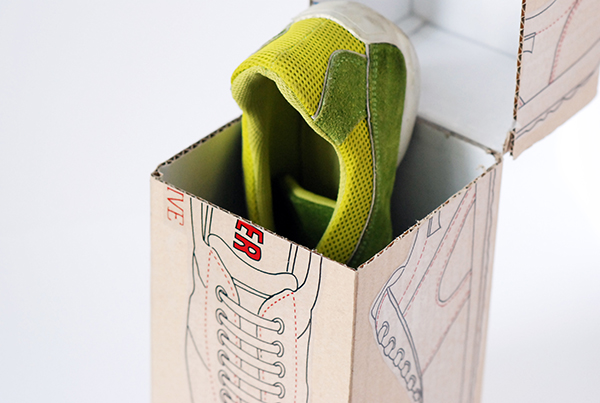 The box design shows the honesty of the brand by technical drawings of the shoes on each side.