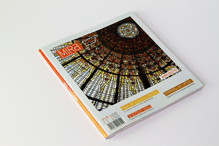 Design of a double cultural magazine about Paris and Barcelona for strangers. Set up of the graphic standards, iconography and text layout.